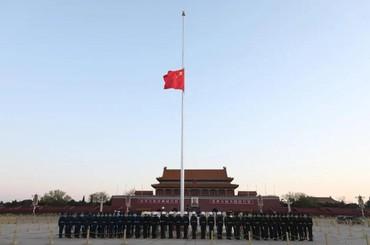 共悼逝者、寄托哀思 天安門廣場下半旗